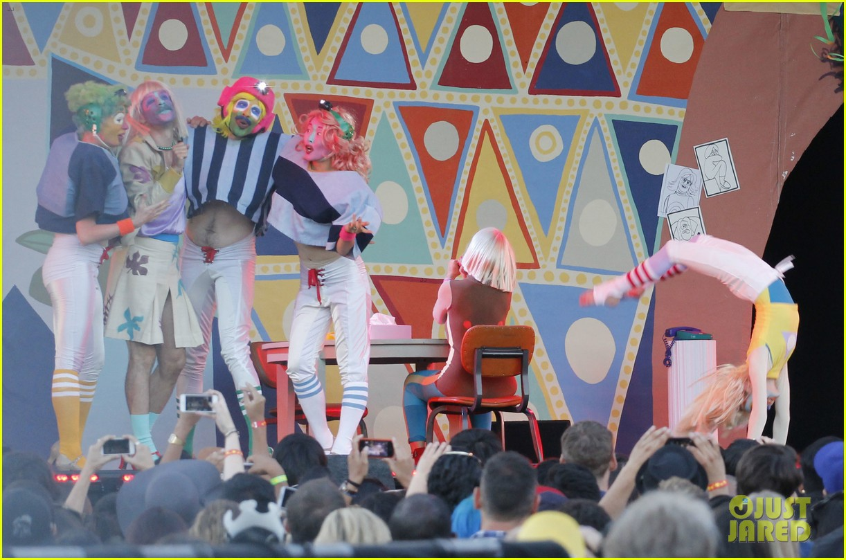 sia performs chandelier in full clown makeup 12