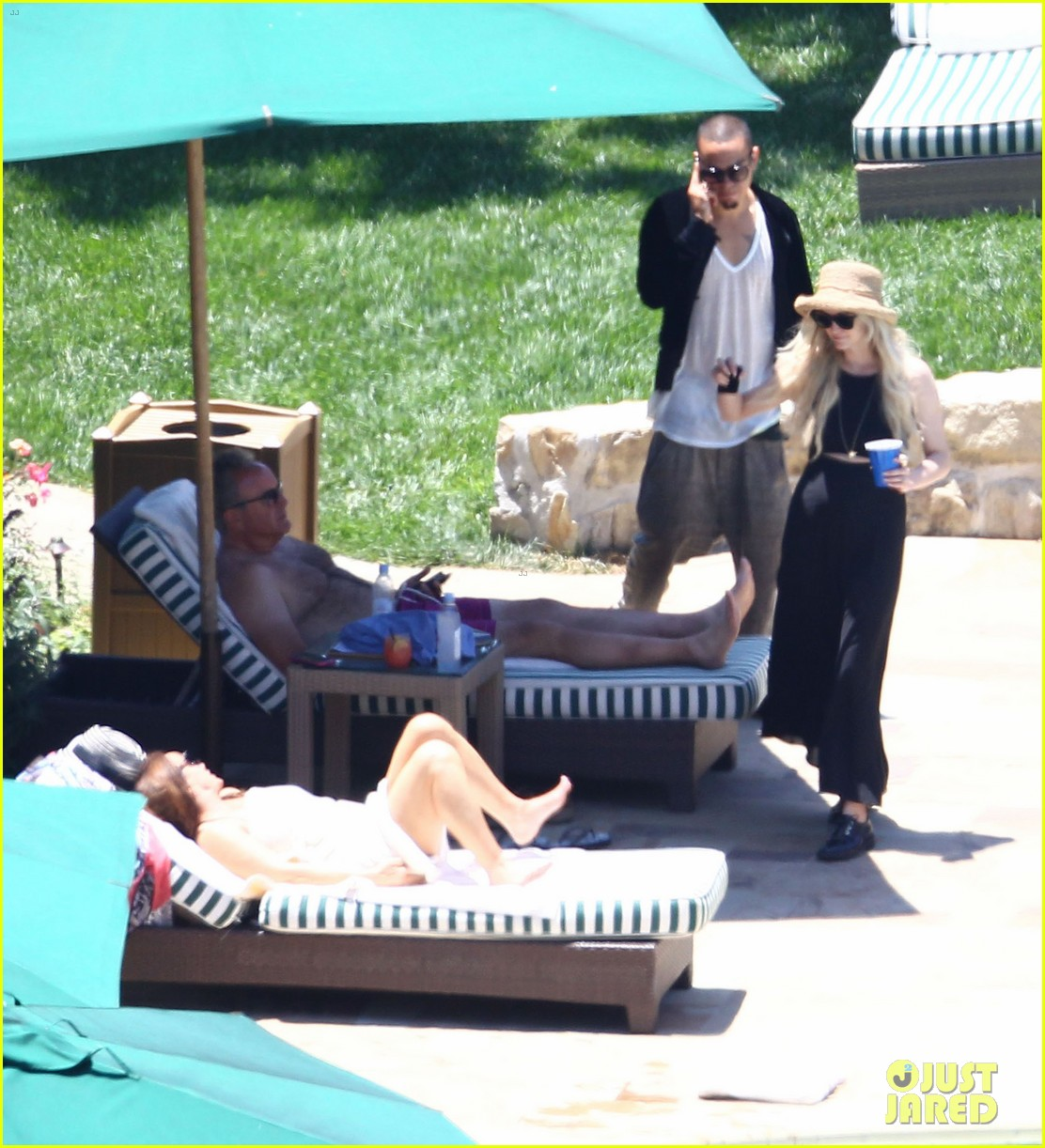 ashlee simpson evan ross cuddle at the pool 06