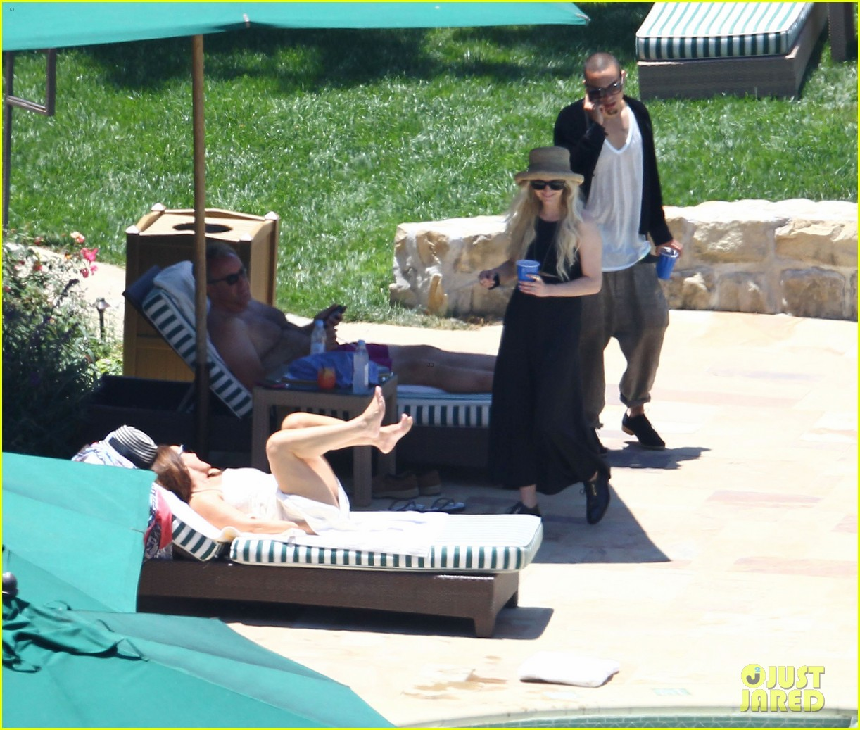 ashlee simpson evan ross cuddle at the pool 073151049