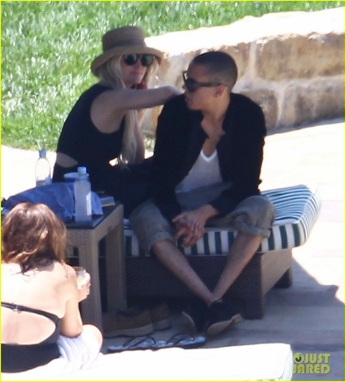 ashlee simpson evan ross cuddle at the pool 10