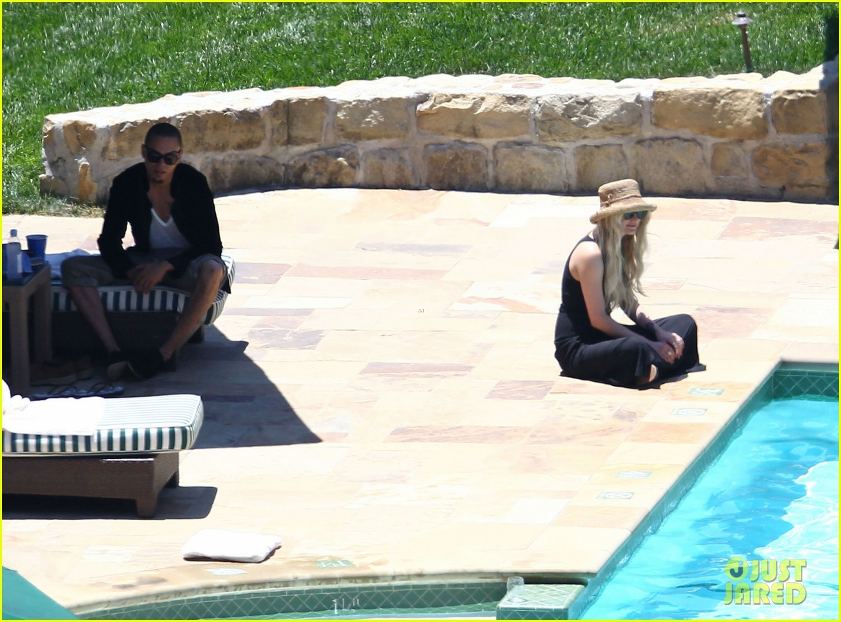 ashlee simpson evan ross cuddle at the pool 11