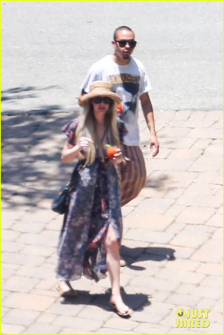 ashlee simpson hits the pool before jessicas wedding 02