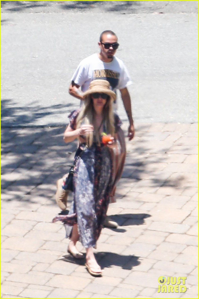 ashlee simpson hits the pool before jessicas wedding 11