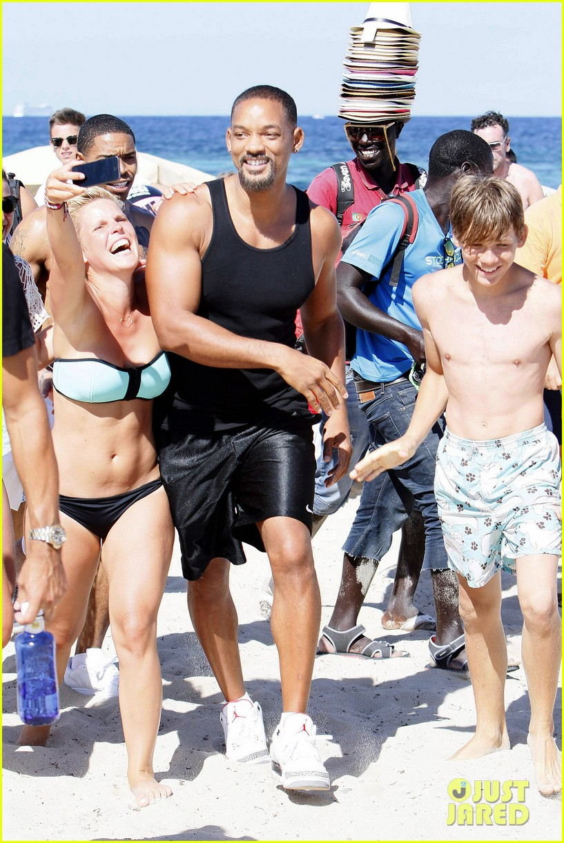 will smith soaks up the attention at the beach 06