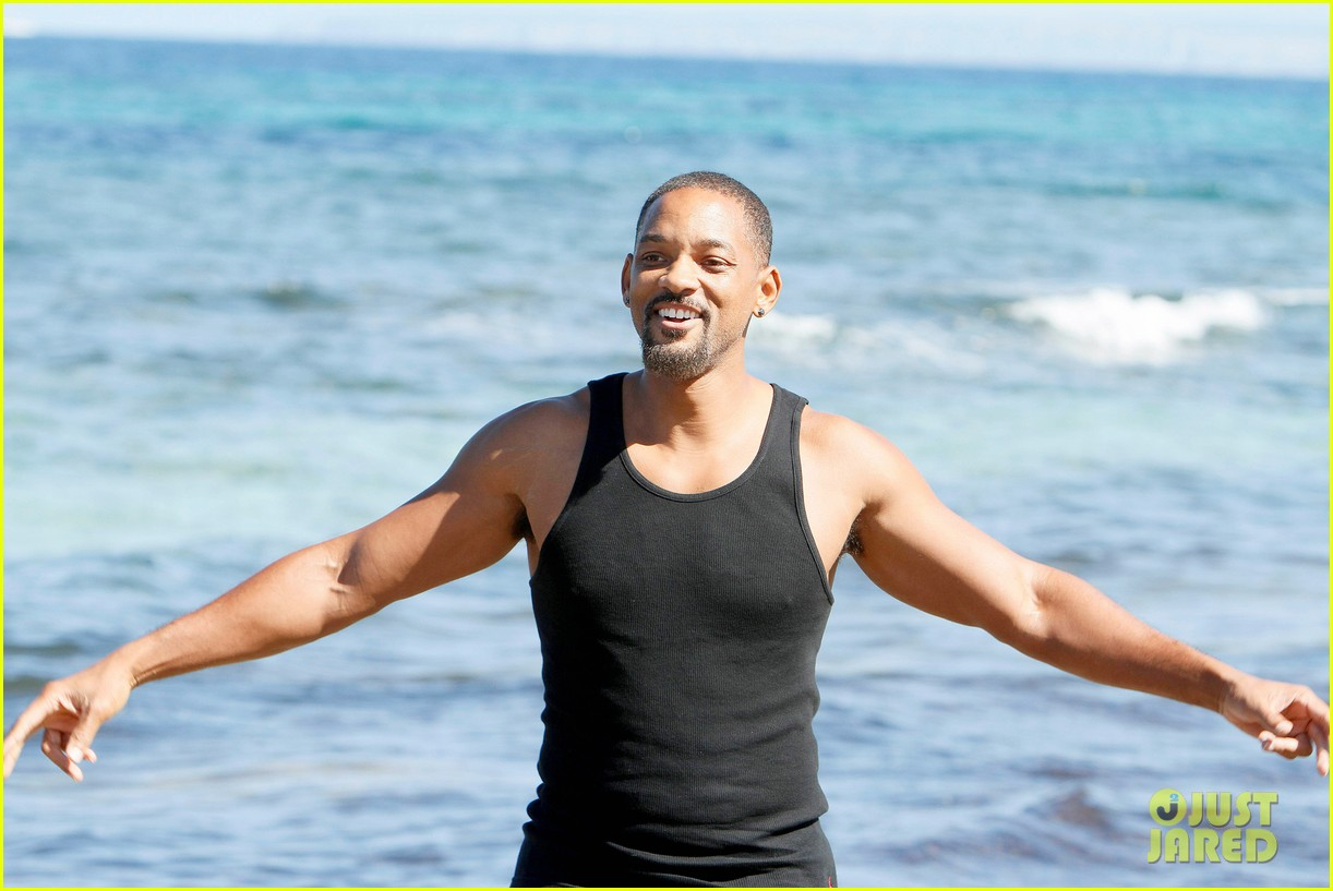 will smith soaks up the attention at the beach 083153346