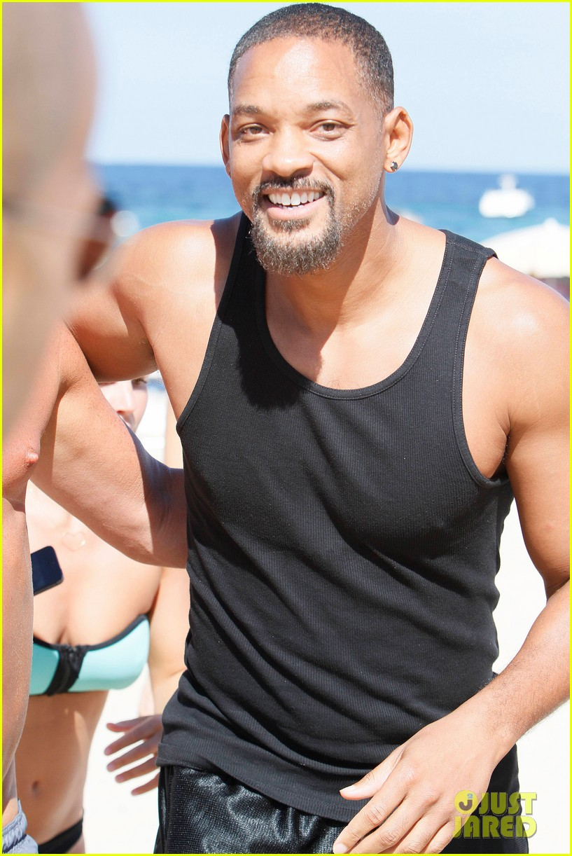 will smith soaks up the attention at the beach 13