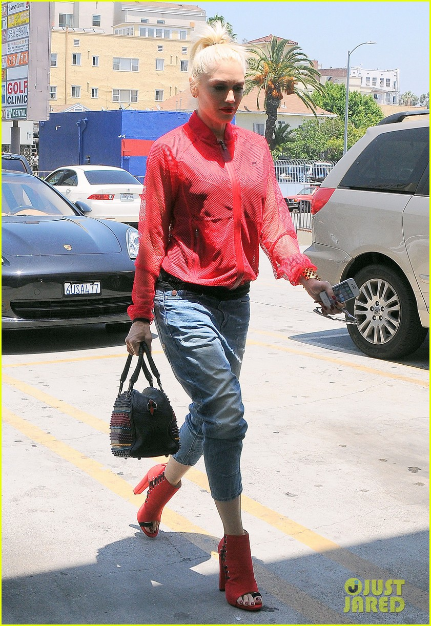 gwen stefani takes her red hot heels for a ride 10