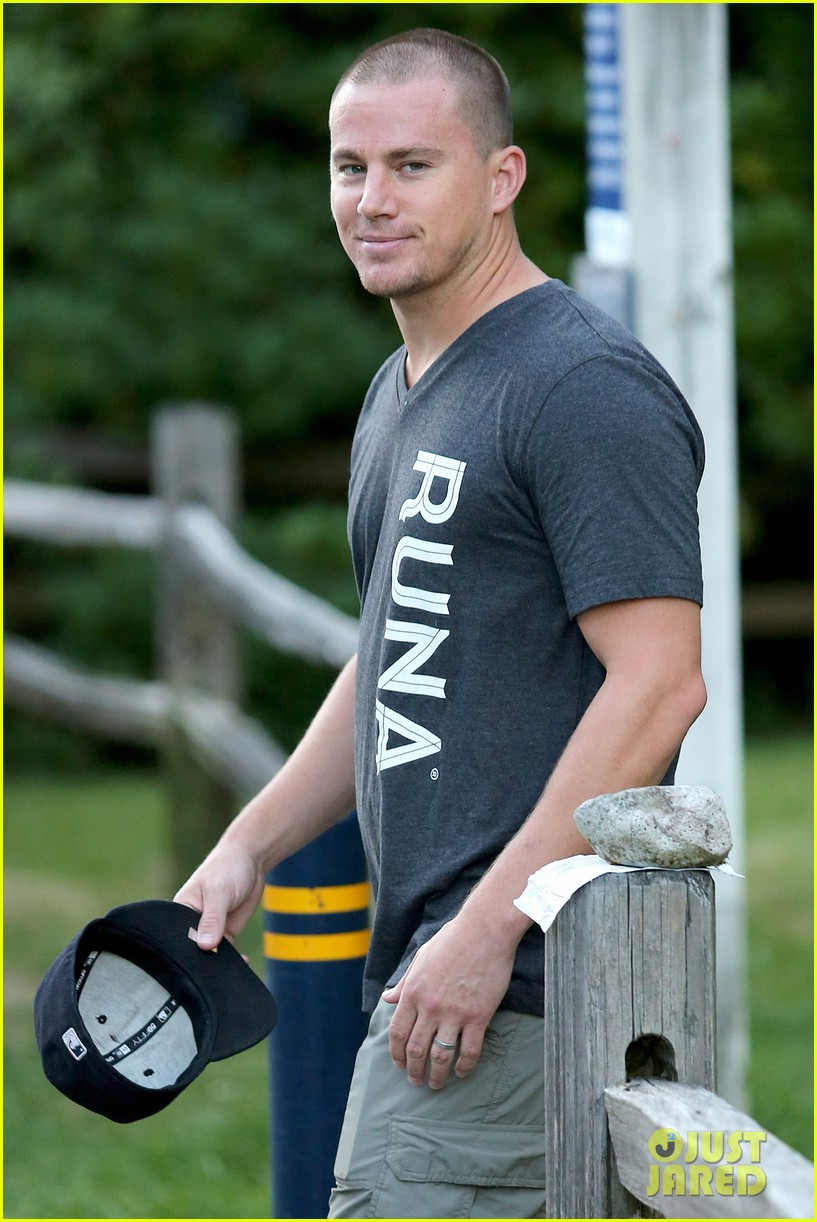 channing tatum shaved his head still looks undeniably hot 063153701