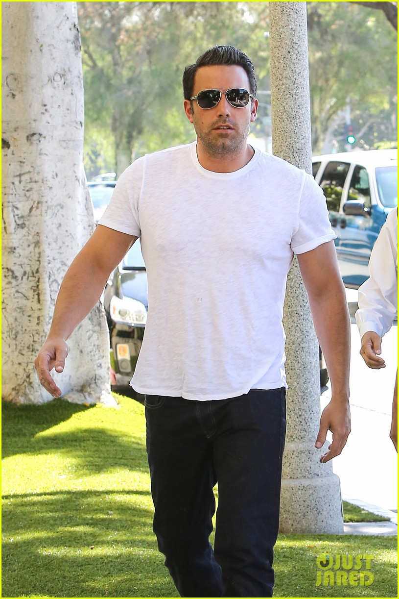 ben affleck helps boost sales for detroit t shirts 063184908