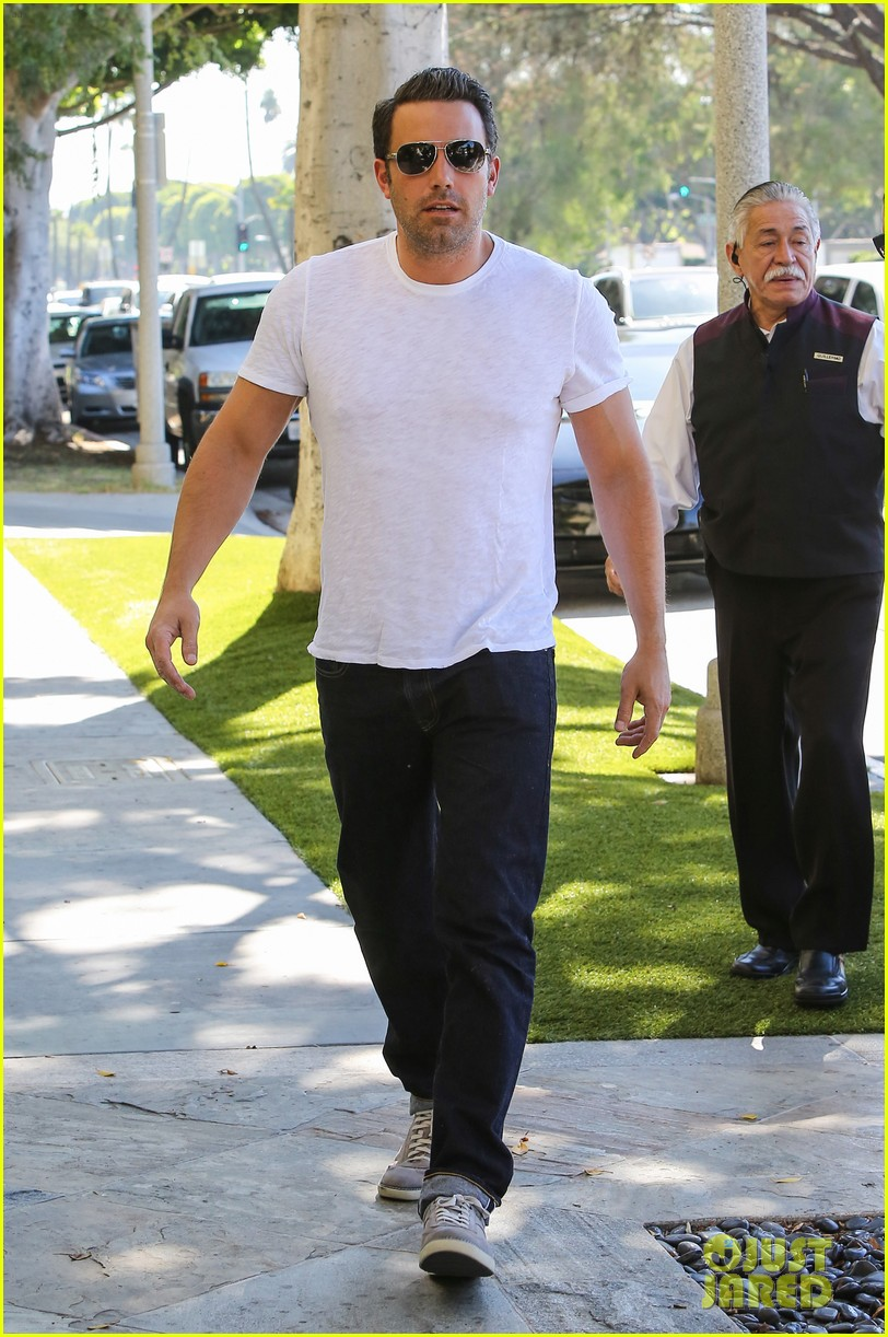 ben affleck helps boost sales for detroit t shirts 083184910