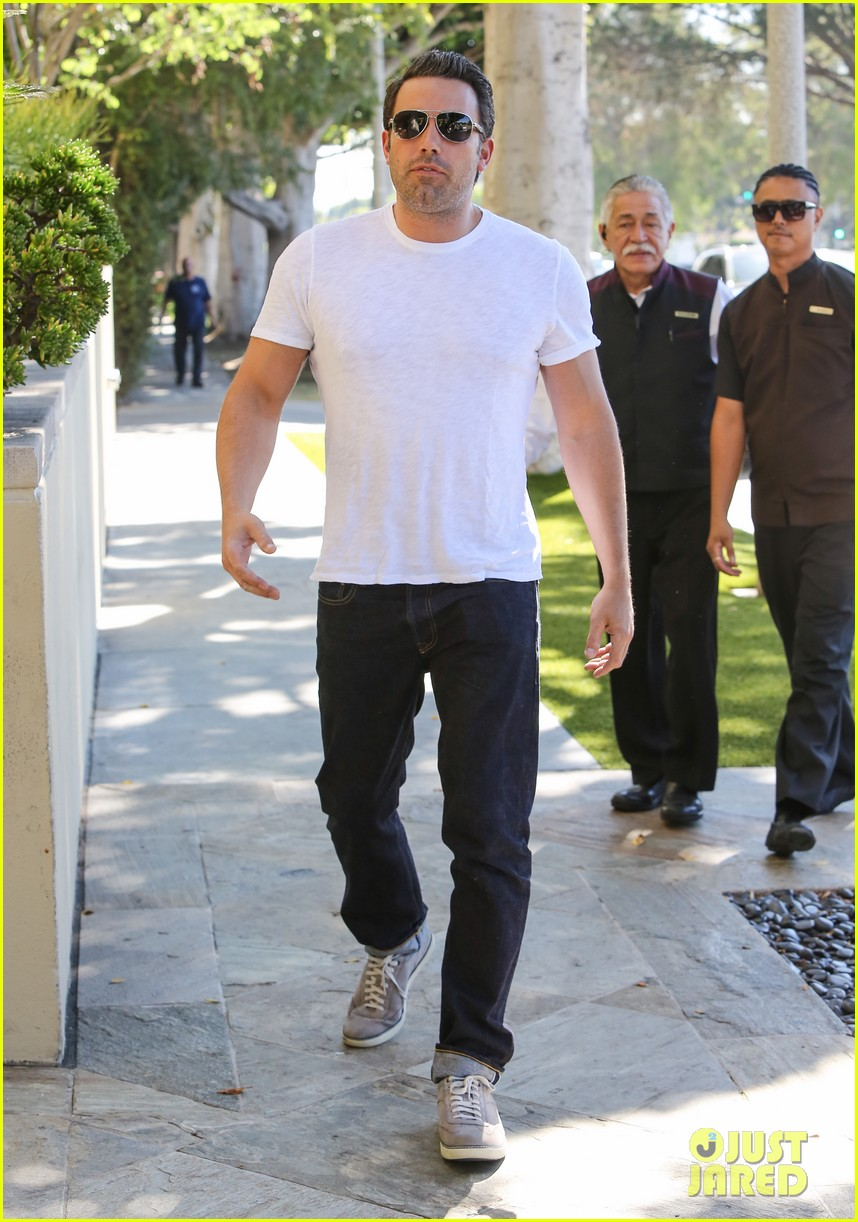 ben affleck helps boost sales for detroit t shirts 133184915