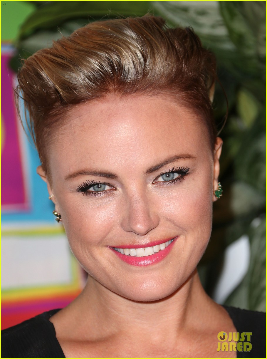 malin akerman debuts new short haircut at hbos emmys after party 043184033