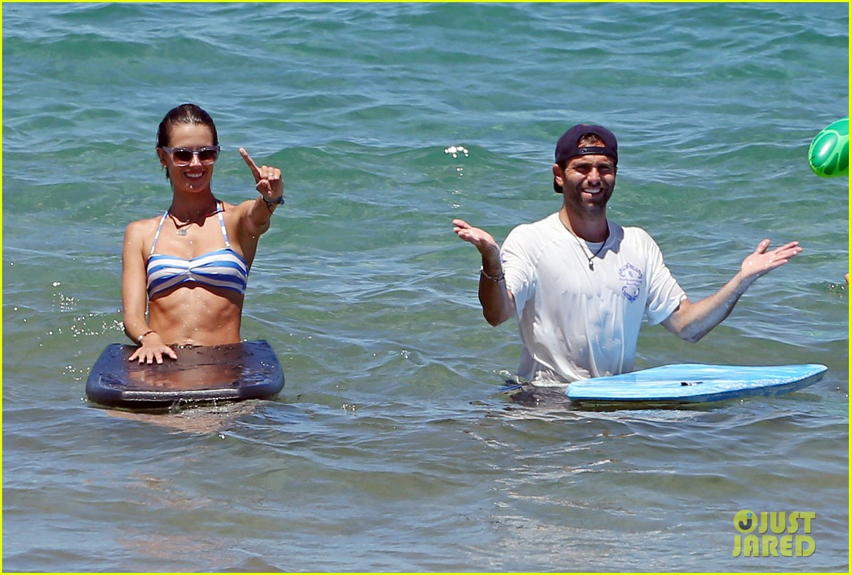 alessandra ambrosio boogie boards in the ocean 073178456