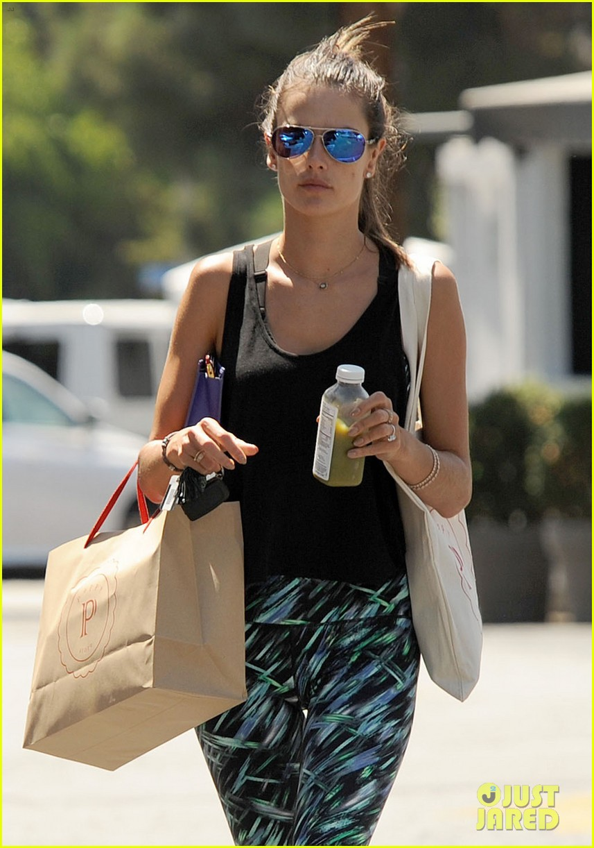 alessandra ambrosio back in la after venice film festival 09