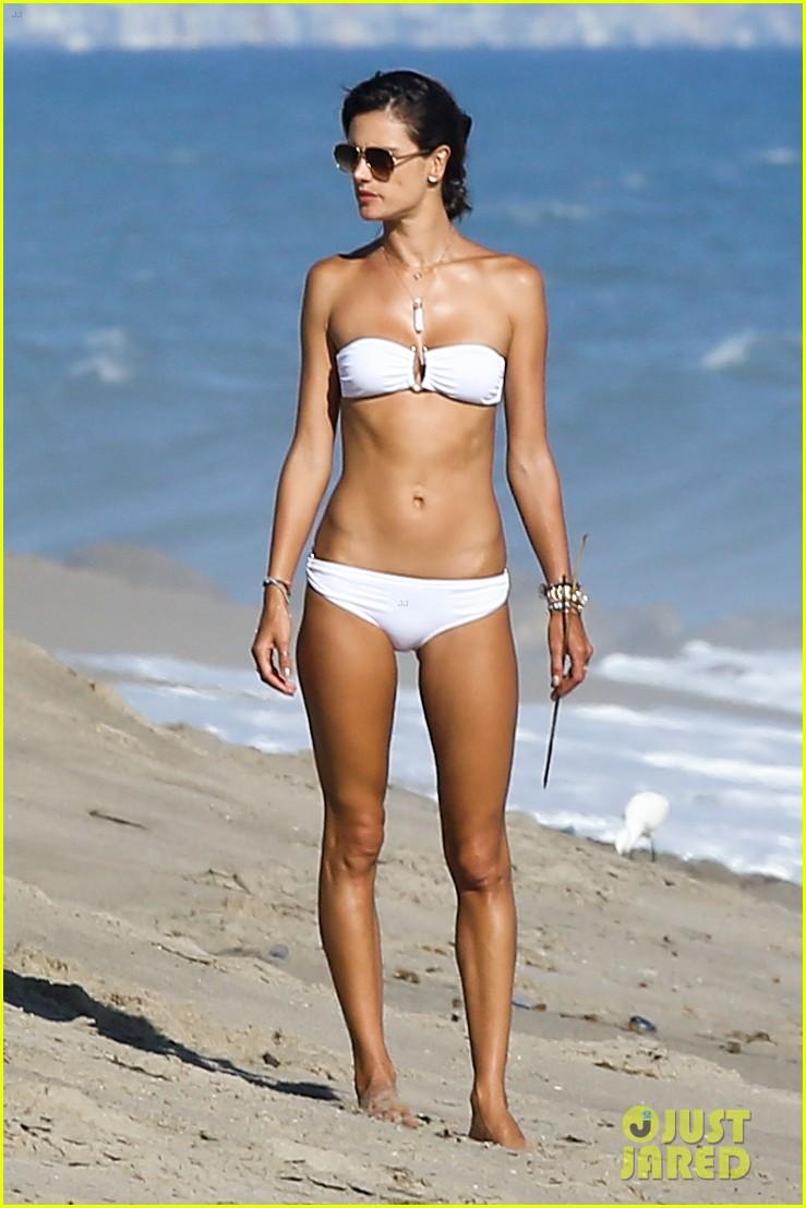 alessandra ambrosio amazing bikini body 08