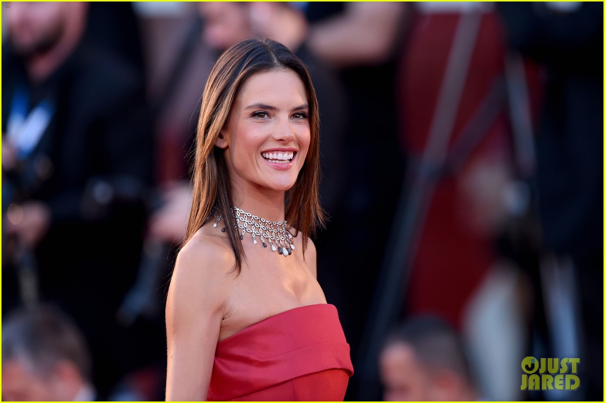 alessandra ambrosio stuns in red at la rancon de la gloire 03