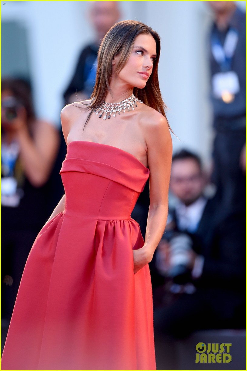 alessandra ambrosio stuns in red at la rancon de la gloire 053185945