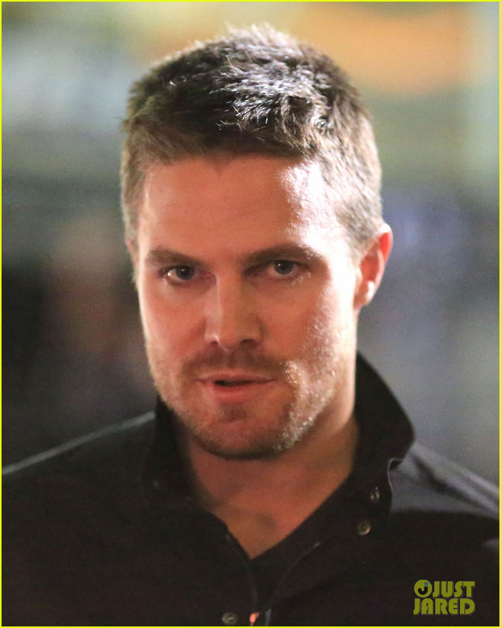 stephen amell filmed an arrow scene that was two years in the making 05