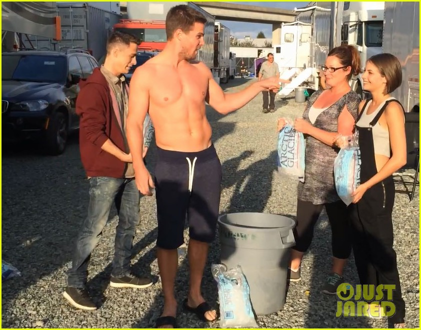 stephen amell shirtless robbie amell als ice bucket challenge 023177417