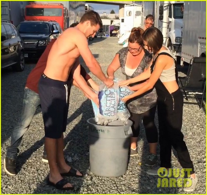 stephen amell shirtless robbie amell als ice bucket challenge 03