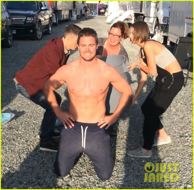 stephen amell shirtless robbie amell als ice bucket challenge 04