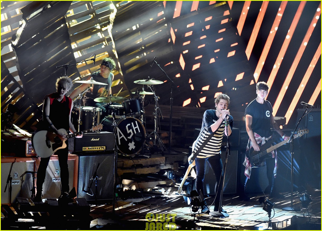 5 seconds of summer amnesia mtv vma performance 06