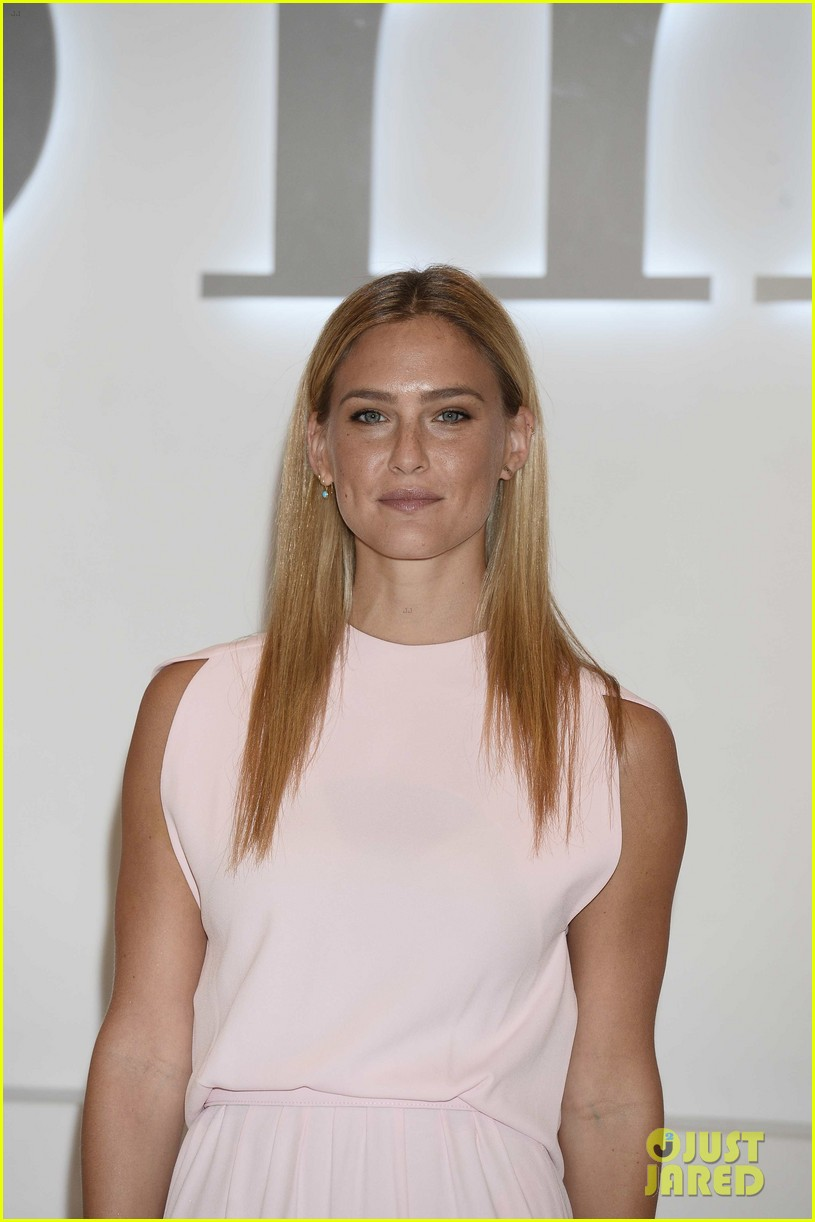 bar refaeli shares insanely sexy lingerie pic 14
