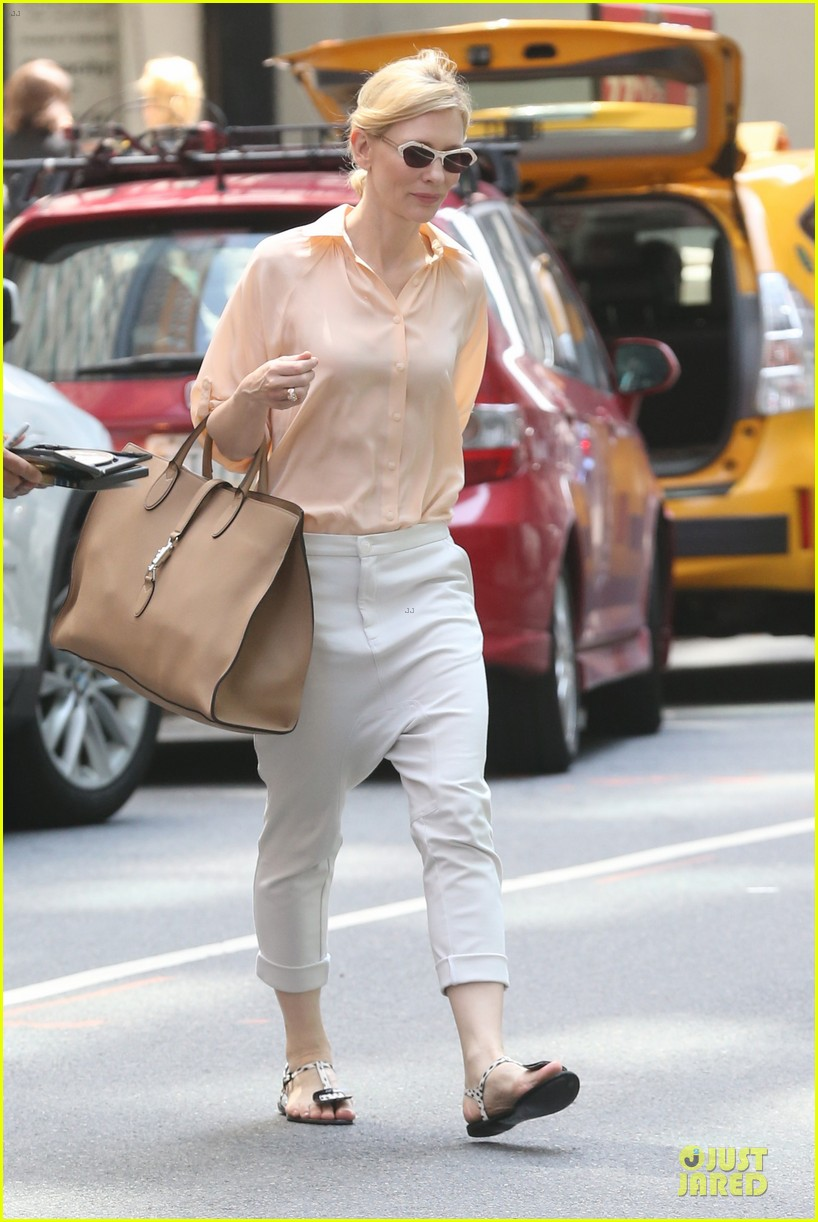 cate blanchett pulls a justin bieber with drop crotch pants 013177567