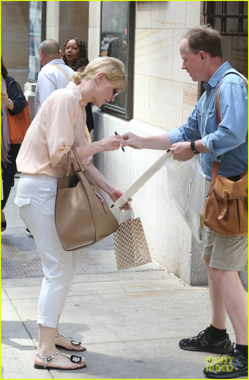 cate blanchett pulls a justin bieber with drop crotch pants 053177571