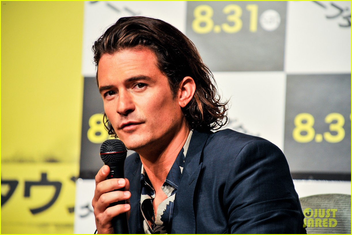 orlando bloom rocks suit at zulu japan 023184540