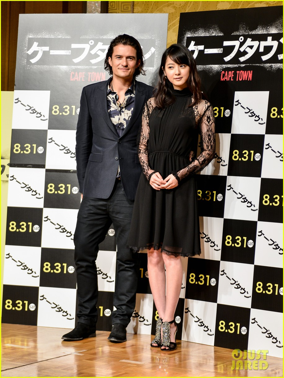 orlando bloom rocks suit at zulu japan 03
