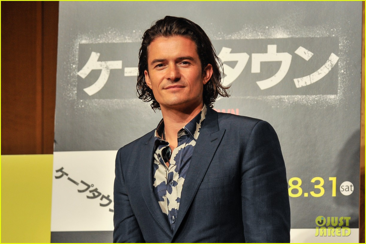 orlando bloom rocks suit at zulu japan 04