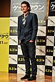 orlando bloom rocks suit at zulu japan 01