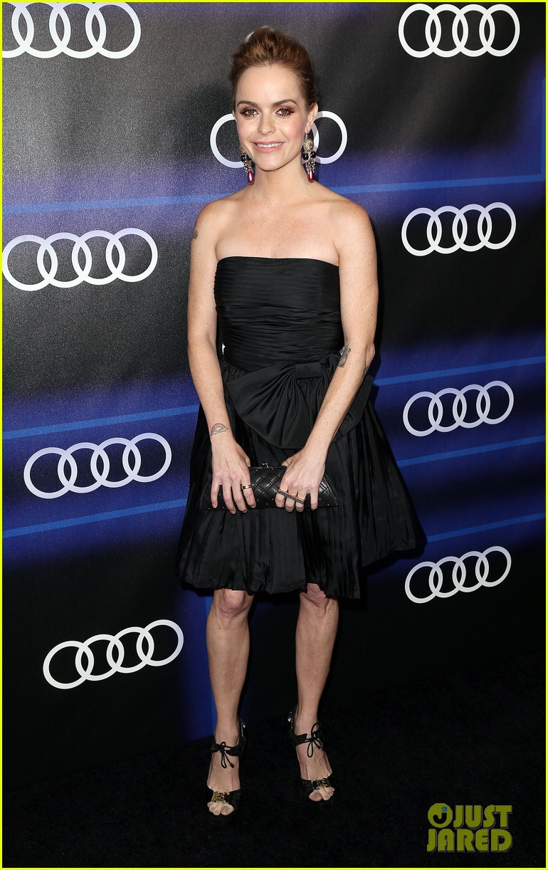 julie bowen sarah hyland heat up the audi emmys party 20