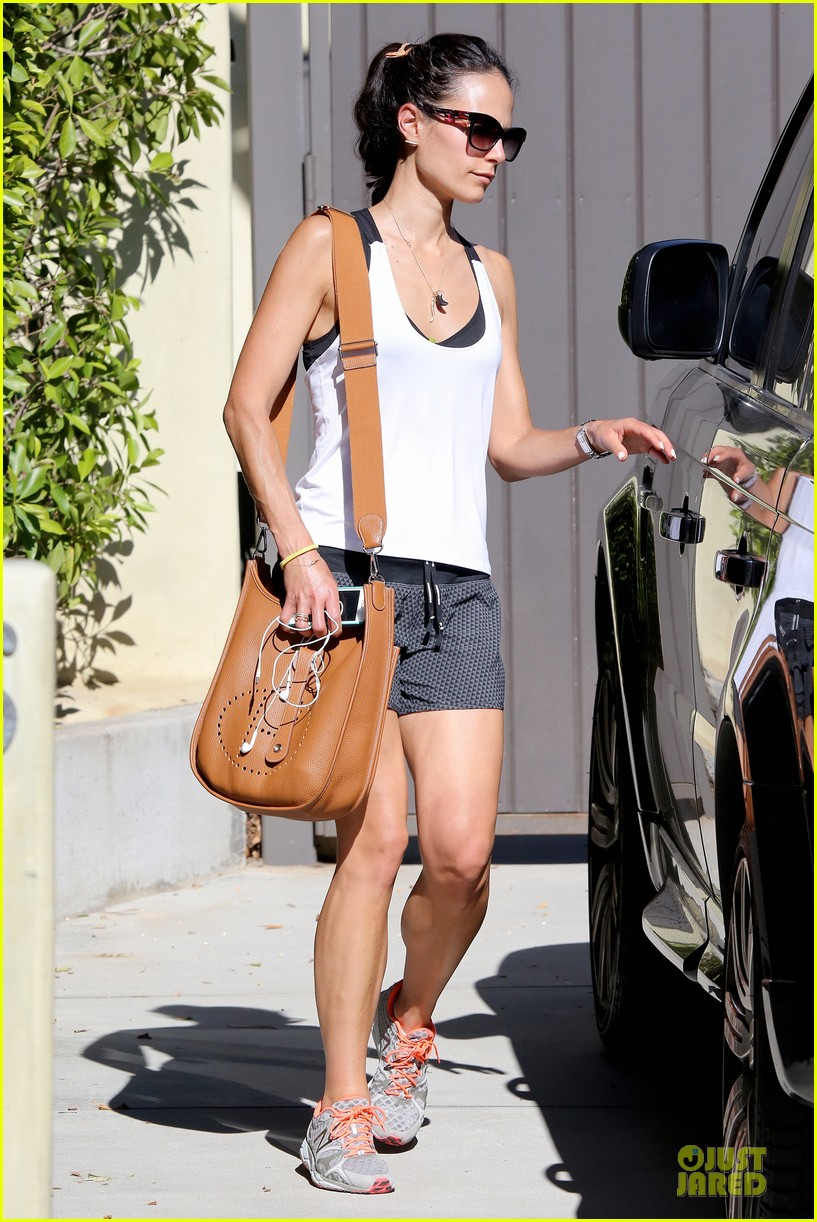 jordana brewster gets heart pumping before dallas returns 083177501