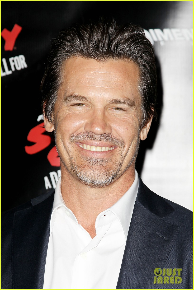 josh brolin holds hands with daughter eden 02
