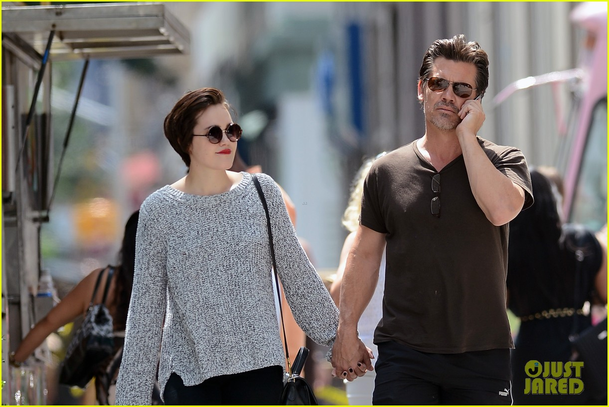 josh brolin holds hands with daughter eden 043180589