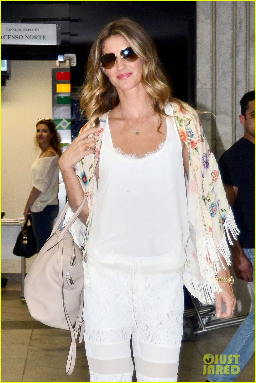 gisele bundchen happy to mingle with fans 063183915