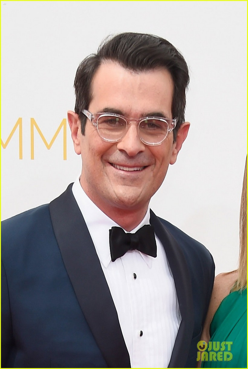 ty burrell eric stonestreet emmy red carpet 01