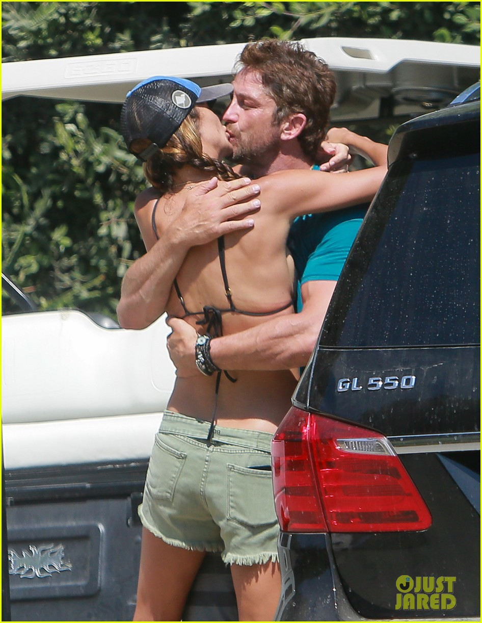 gerard butler cant keep his hands off his mystery girl 32