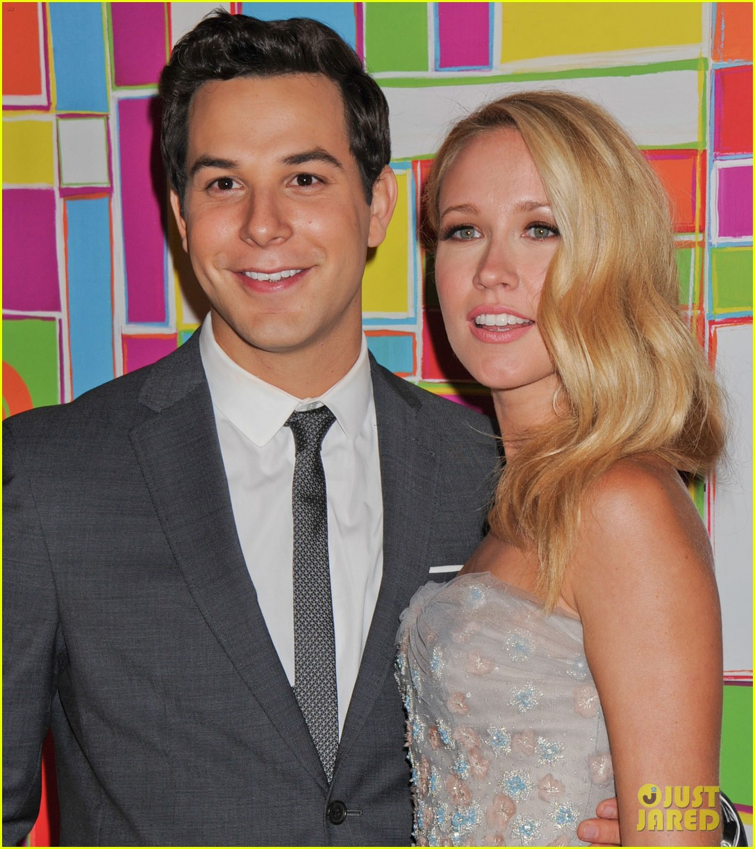 anna camp skylar astin are picture perfect duo at hbos emmys 08