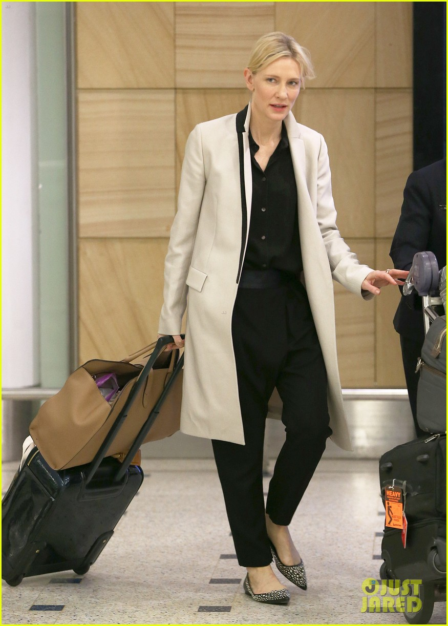 cate blanchett lands in australia after jungle book casting news 03
