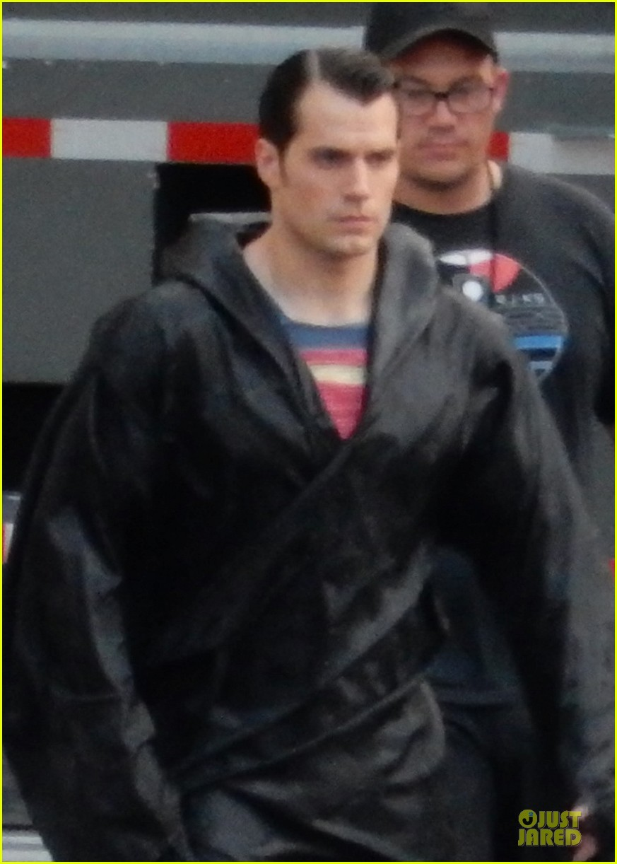 henry cavill hides superman costume 02