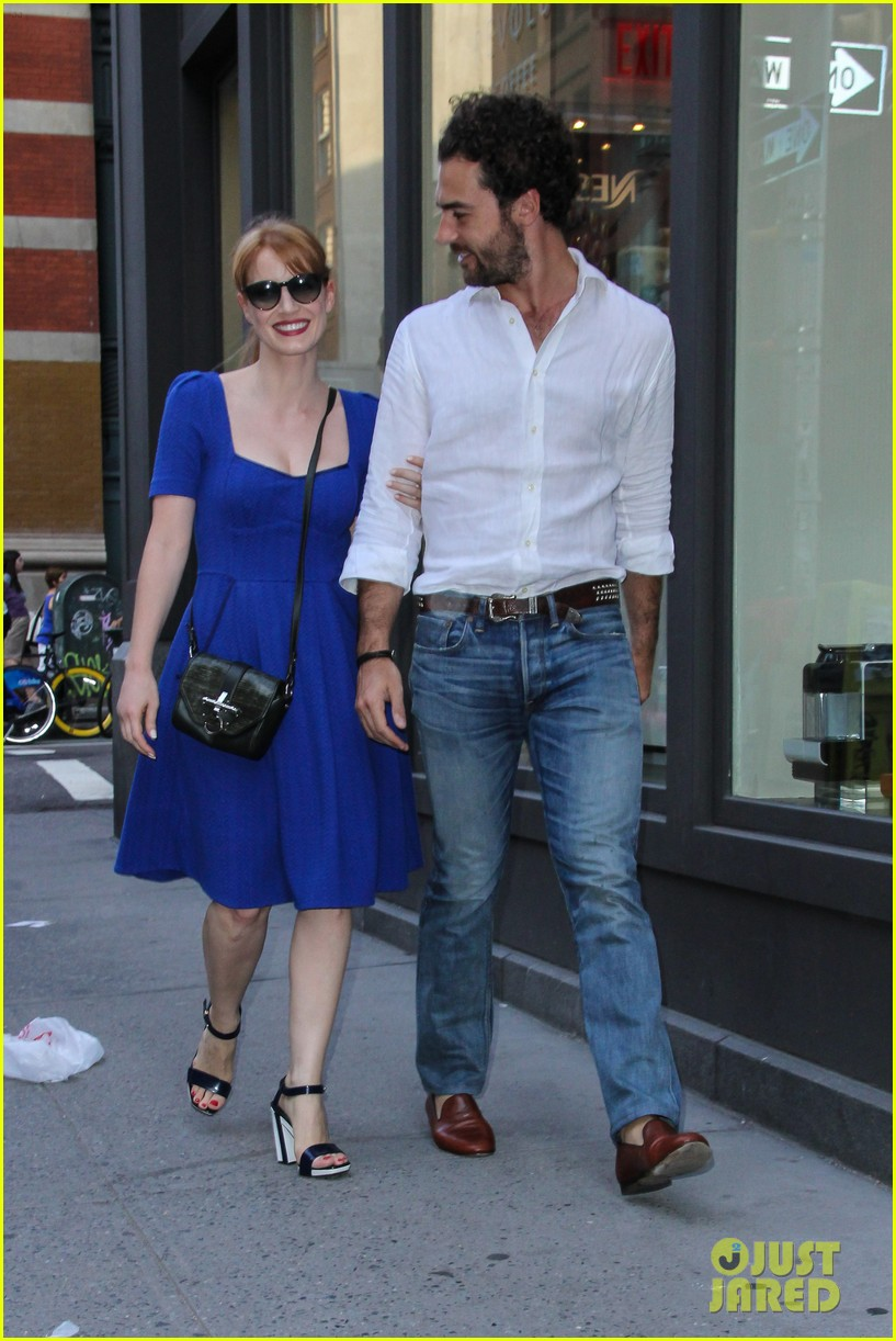 jessica chastain boyfriend gian luca hold hands nyc 02