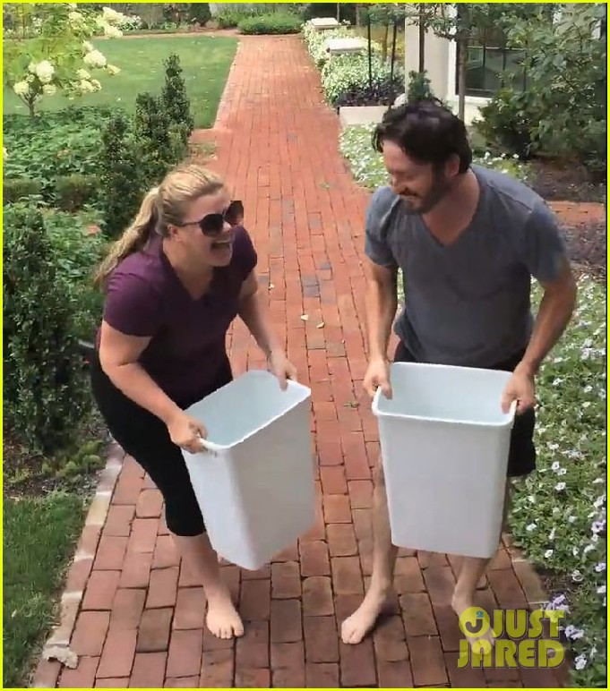 kelly clarkson ice bucket challenge 02