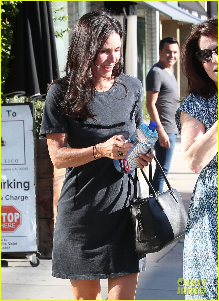 courteney cox steps out after friends ladies reunite 143185805