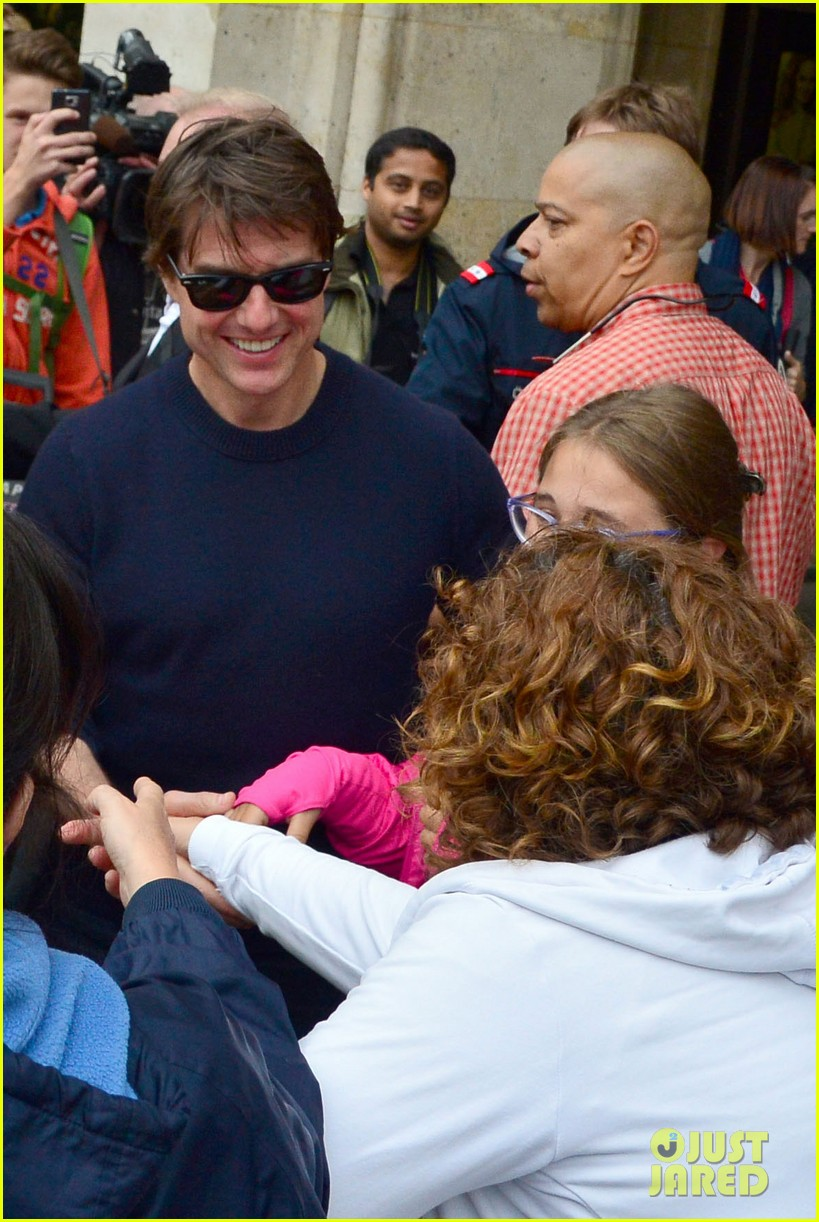 tom cruise swarmed fans vienna mission impossible 5 033179871