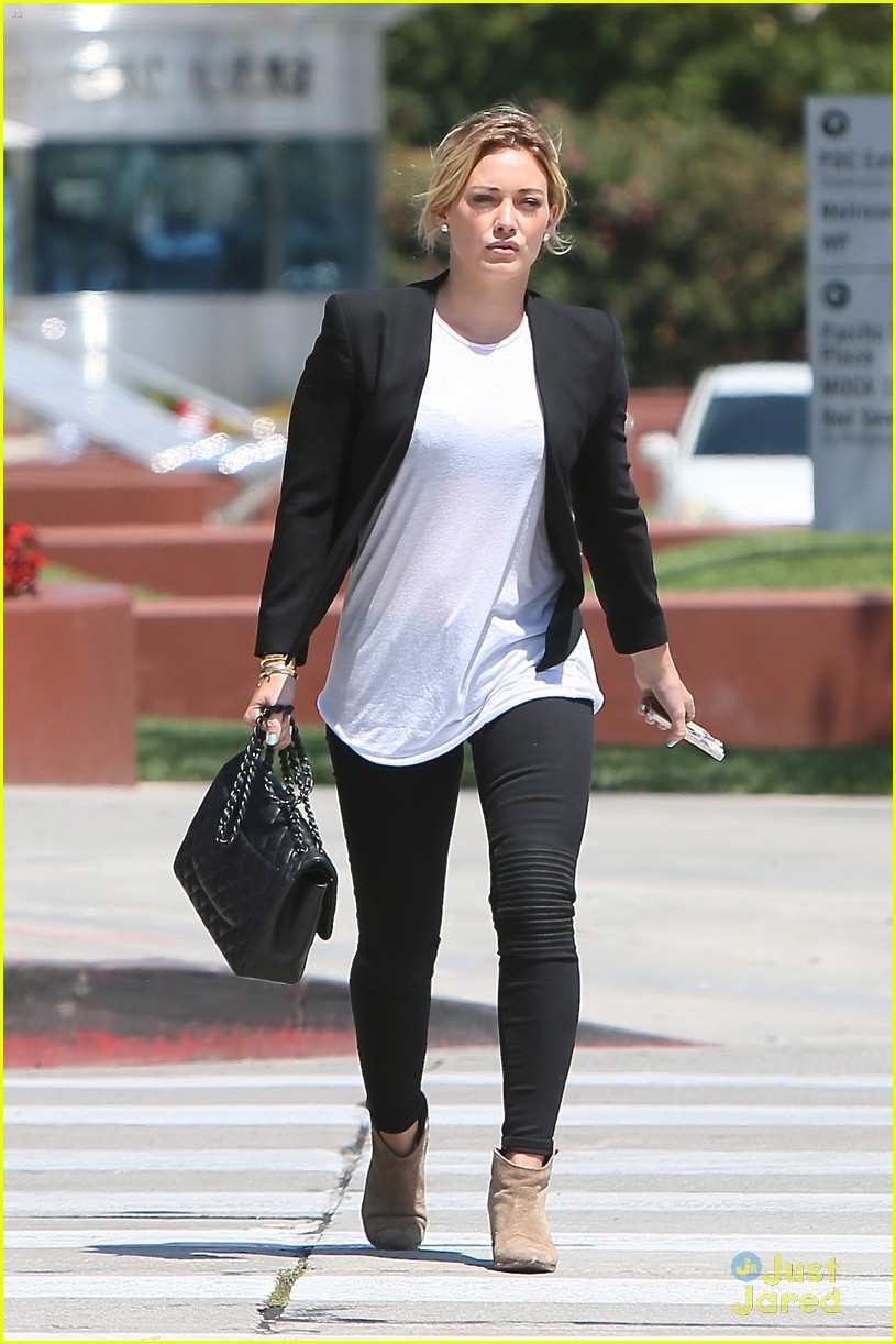 hilary duff steps out after new song 033179895