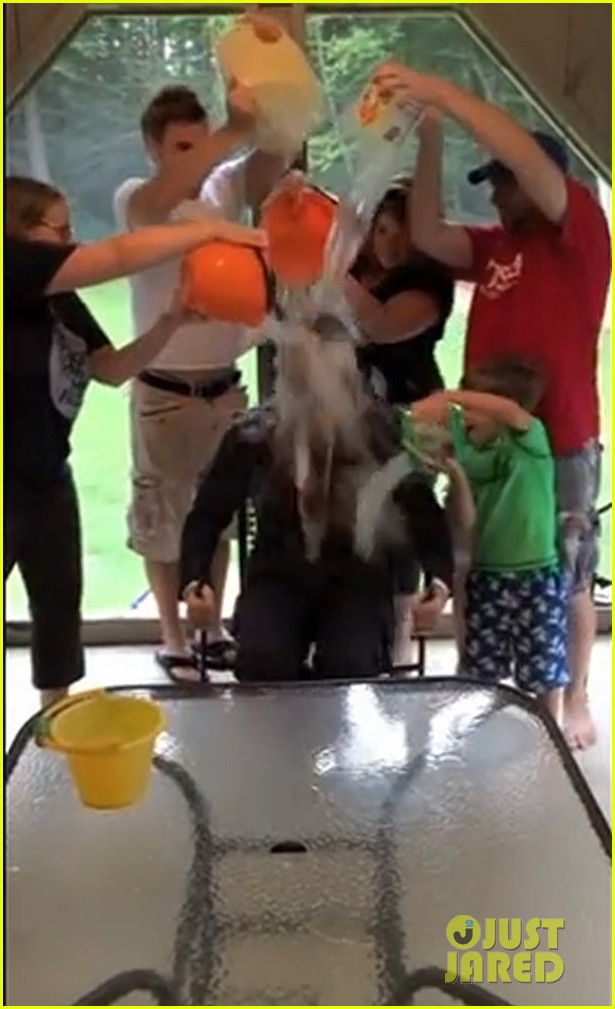 chris evans ice bucket challenge 05