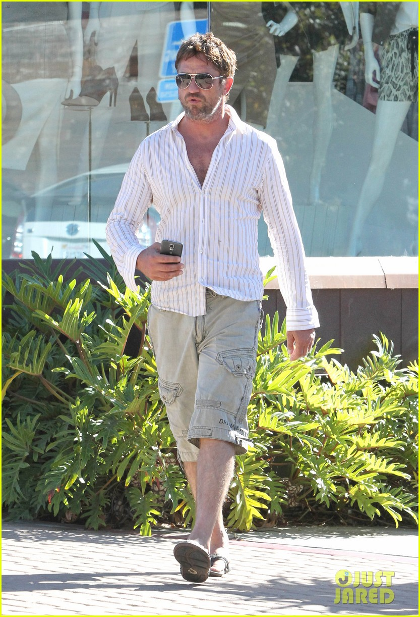 gerard butler chest hair shopping malibu 06